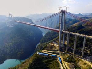 Çində misilsiz körpü tikilir