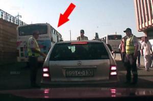 """Yol polisi """"taksini"""" belə sındırdı – FOTOLAR"""