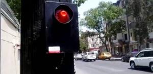 """Bakının danışan svetoforları - """"Gözləyin"""" və """"Keçin"""" -VİDEO"""